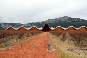 Bodega Ysios, construida por Santiago Calatrava