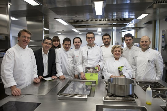 Algunos de los chefs participantes en los talleres, en la cocina del Basque Culinary