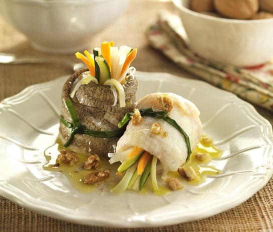 Rollitos de pez gallo con vinagreta de nueces