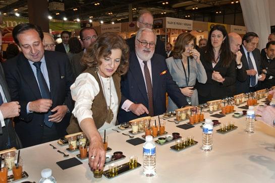 Ana Botella y Arias Cañete probaron diversos productos gourmet