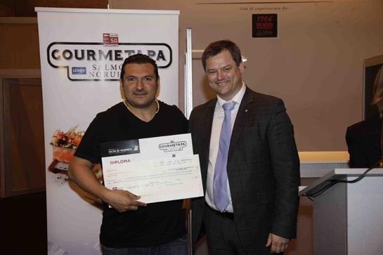 Javier Brichetto recibe el premio como primer campeón de España de Tapas para Gourmets