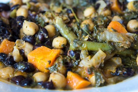 El potaje de garbanzos, uno de los platos típicos de Semana Santa. /Ag