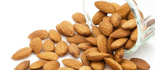 Los frutos secos contienen vitamina E.
