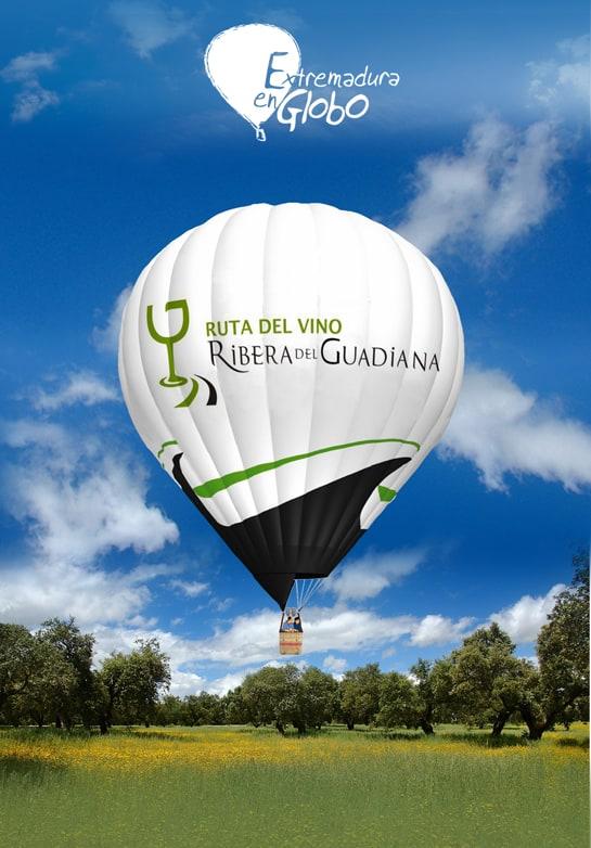 Los visitantes de la Ruta del Vino Ribera del Guadiana pueden visitar la comarca desde el cielo