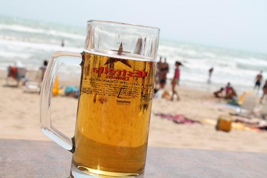 Seguimos prefiriendo el bar para tomar cerveza, y si es cerca de la playa mejor / JC Morales