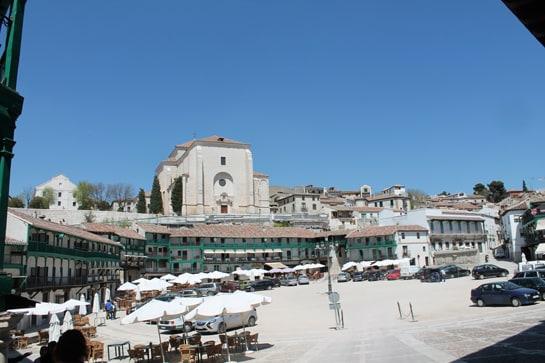 La Plaza Mayor de Chinchón, rodeada de terrazas para degustar su gastronomía / JC Morales