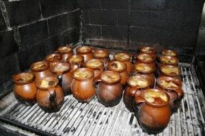 Cocido de La Bola, en pucheros de barro individuales