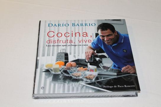El libro de Darío Barrio incluye recetas caseras aprendidas de su madre / JC Morales