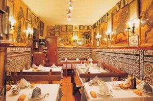 Carteles taurinos en Madrid, en pleno corazón de El Rastro