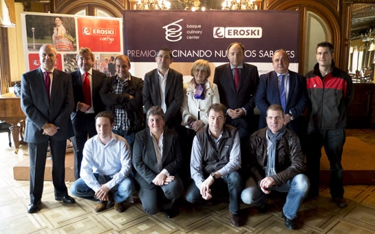 Foto de familia tras la presentación del concurso en Pamplona. /Ag