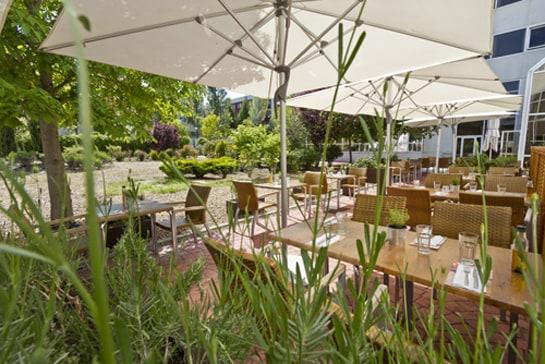 Las terrazas de Ginos se han renovado con un estilo más urbano y sencillo