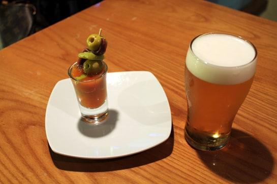 La cerveza es la bebida preferida de los españoles para el aperitivo / JC Morales