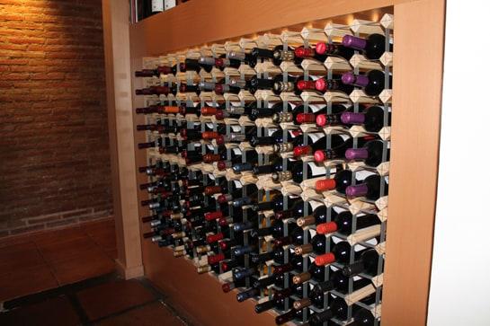 Muñagorri cuenta con una variada bodega con vinos de 12 D.O. diferentes / JC Morales