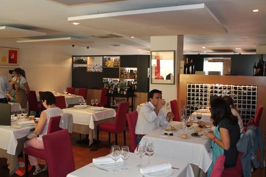 El salón del restaurante, para disfrutar tranquilamente de la comida / JC Morales