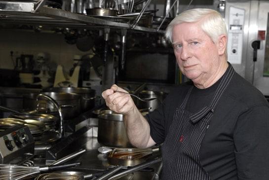 Benjamín Urdiaín, primer chef español en lograr tres estrellas Michelín, supervisa la carta de Piñera