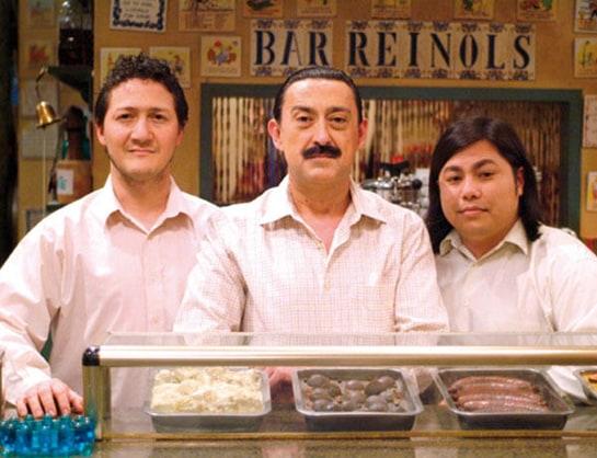 """Mauricio Colmenero y sus camareros """"sin papeles"""", en el Bar Reinols"""