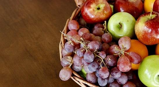 Manzanas y uvas, muy aconsejables. / Foto: Ezra