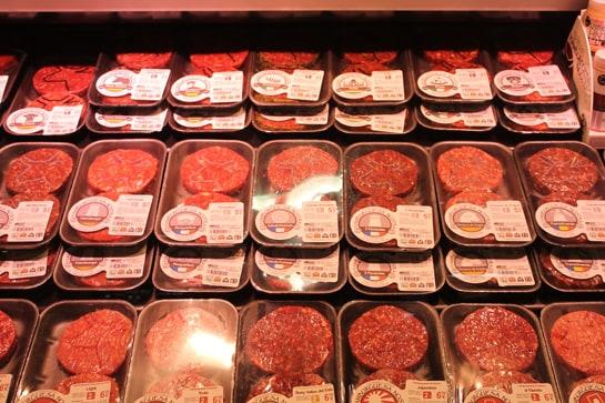 Hay que fijarse bien en el etiquetado de los alimentos antes de comprarlos / JC Morales