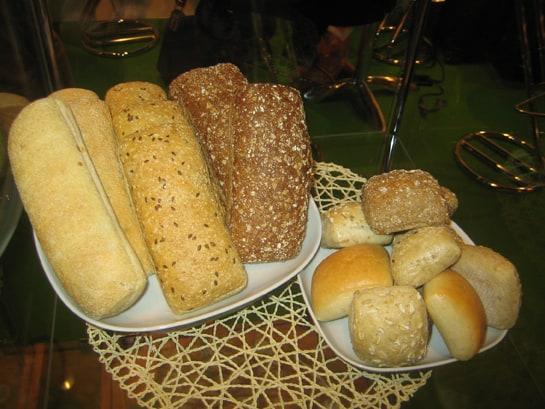 Pese a la cultura de la dieta, los españoles no renunciamos al pan / JC Morales