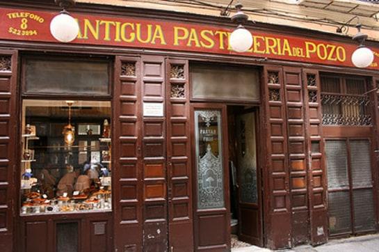 La Antigua Pastelería del Pozo, situada junto a Lhardy, es la pastelería más antigua de Madrid