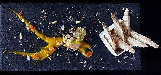 Uno de los platos de Ametsa: totem de foie con vestido de mango.