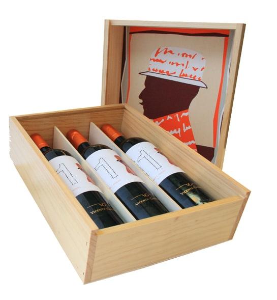 Caja de vinos serigrafiada y firmada por el artista Rubén Fuentes Fuertes