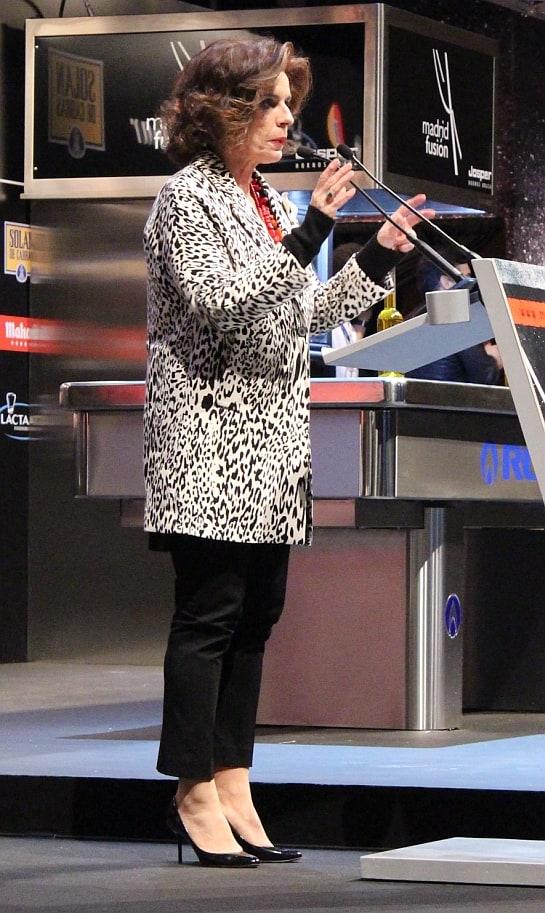 La alcaldesa Ana Botella se enfrenta a los micros.