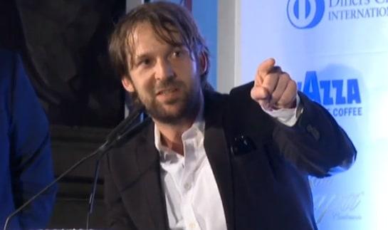 René Redzepi señala a su equipo al recoger el galardón / Foto: AG