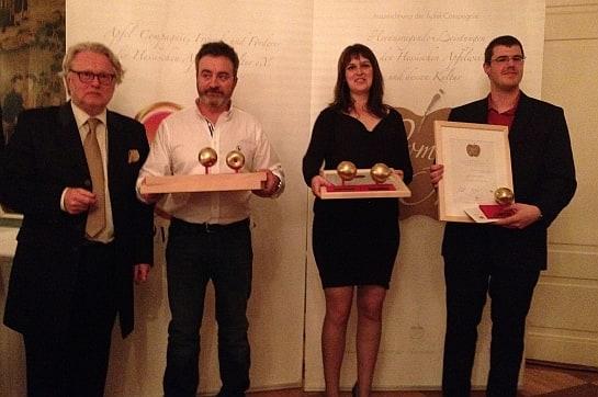 Gloria Fernández, directora de Desarrollo de Trabanco, recogiendo los premios / Foto: Trabanco