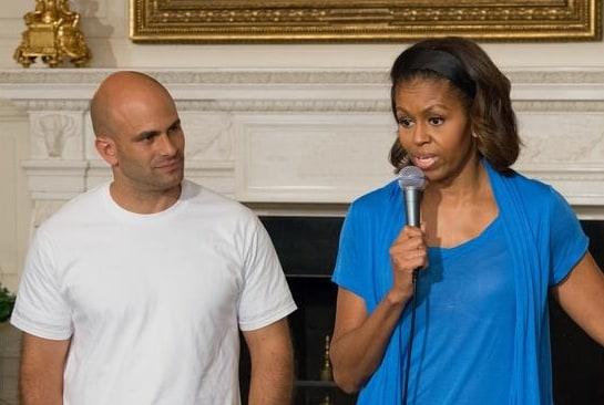Sam Kass, junto a Michelle Obama en una imagen de archivo / Foto: US Department of Agriculture