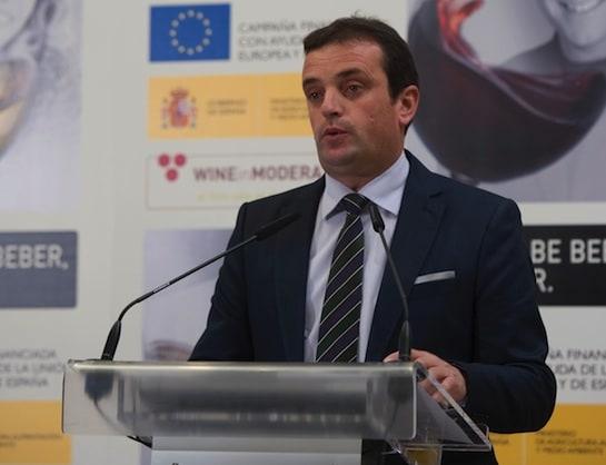 """Moyano, durante la presentación de la campaña """"Quien sabe beber sabe vivir""""."""