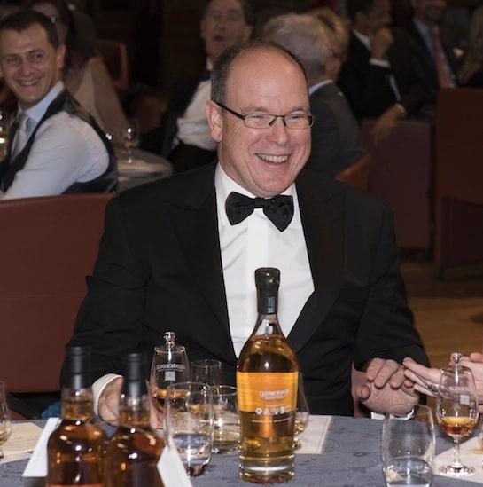 El Príncipe Alberto, en una cata de whisky escocés. / Foto: Glenmorangie