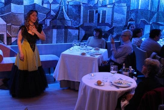 La soprano Graciela Armendáriz, interpretando a la Violeta de La Traviata.