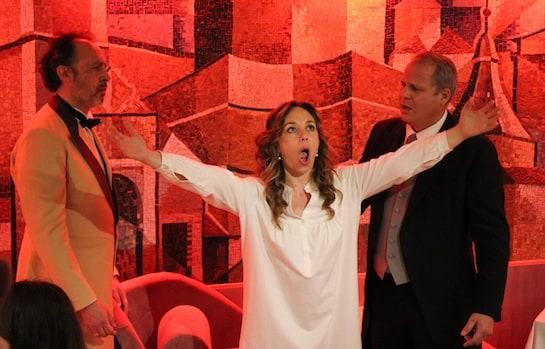El barítono José Manuel Muruaga, la soprano Graciela Armendáriz y el tenor Luis Enrique Jimeno, en el acto final.